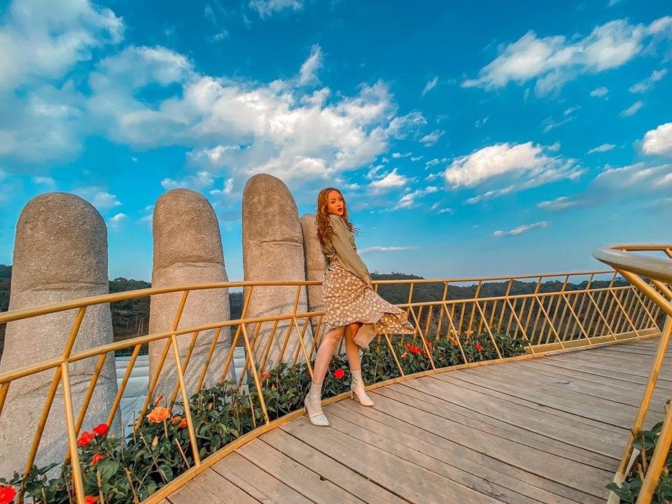 Cây cầu Vàng tại Vườn hoa Cẩm tú cầu Đà Lạt là nơi bạn có thể chụp cho mình những bức hình ảo diệu