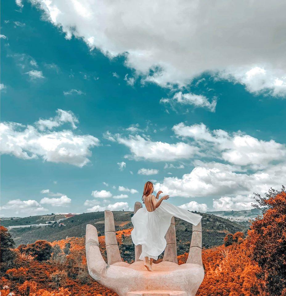 Bàn tay Phật Dalaland Đà Lạt