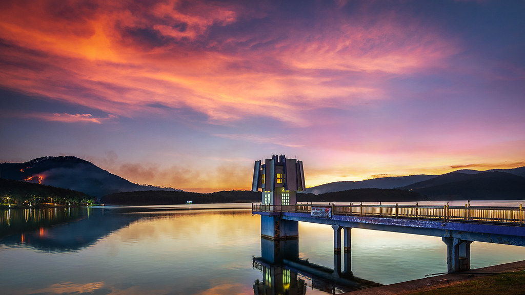 Hồ Tuyền Lâm với phong cảnh non nước hữu tình