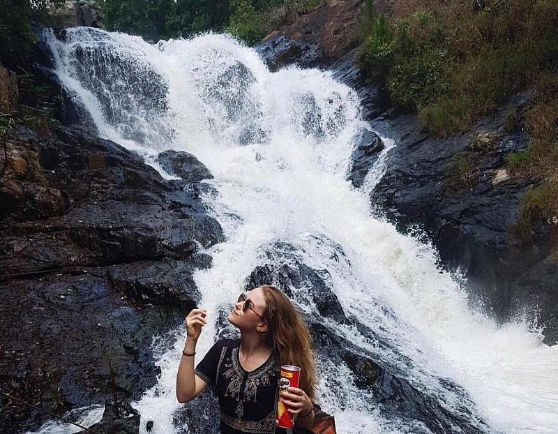 Thác Datanla Đà Lạt với lượng nước dồi dào quanh năm tạo nên vẻ đẹp hùng vĩ.