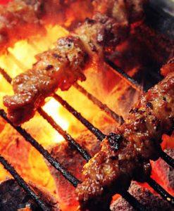 Bạn sẽ được thưởng thức thịt nướng thơm lừng, hấp dẫn khi tham gia tour cồng chiêng Đà Lạt.