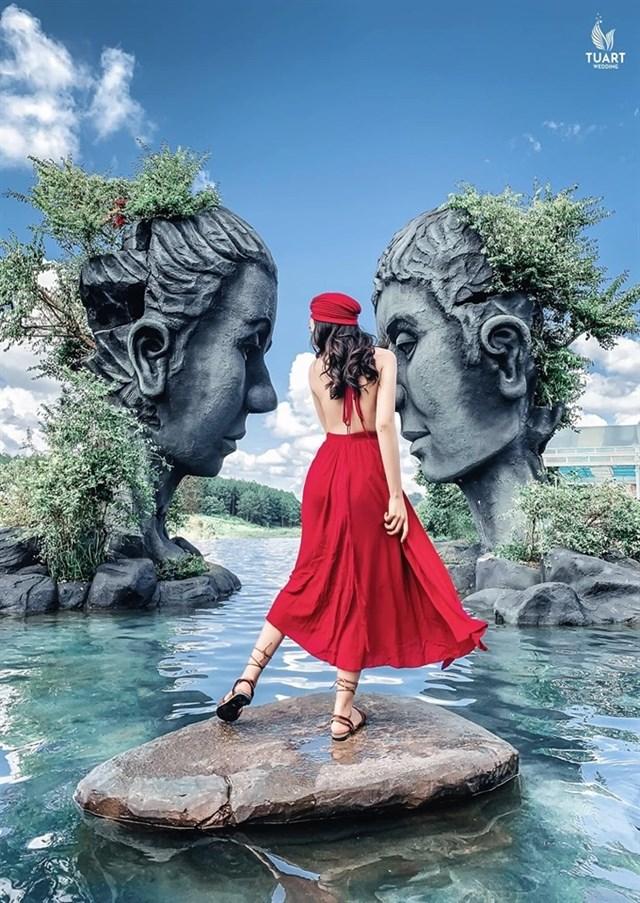 Tuyệt tác Hồ vô cực tại Đường hầm điêu khắc Đà Lạt.
