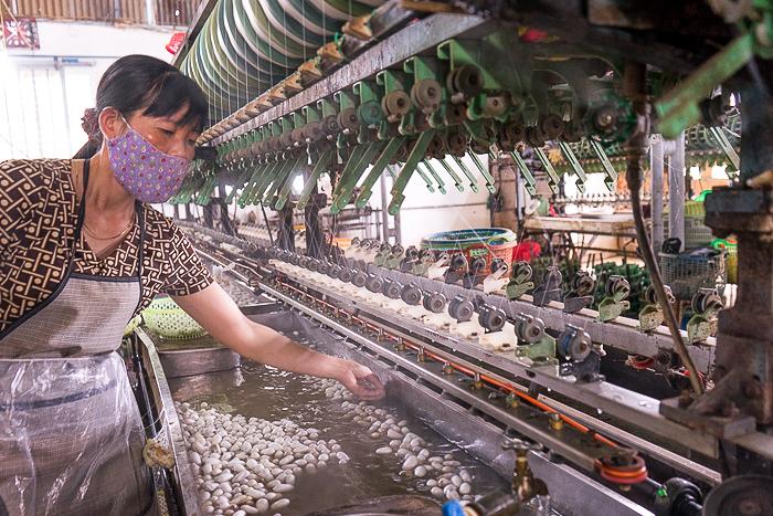 nhà mấy dệt lụa cường hoàn tour ngoại thành đà lạt 1 ngày thác voi chùa linh ẩn