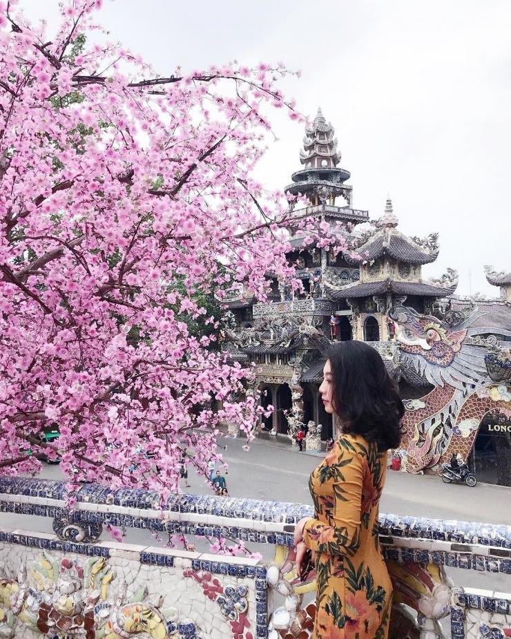 Chùa Linh Phước Đà lạt với kiến trúc khảm sành đặc sắc.