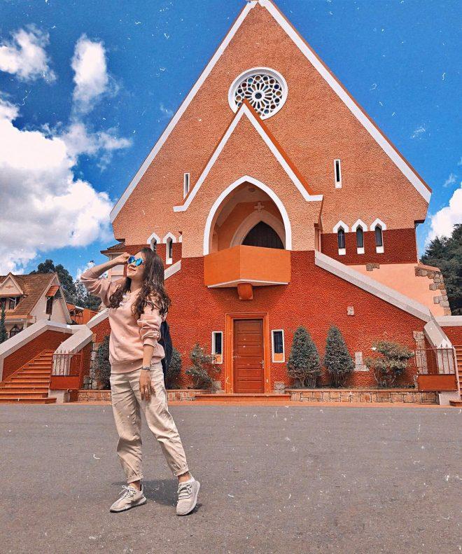 nhà thờ Domain Đà Lạt với lối kiến trúc Pháp đặc sắc.