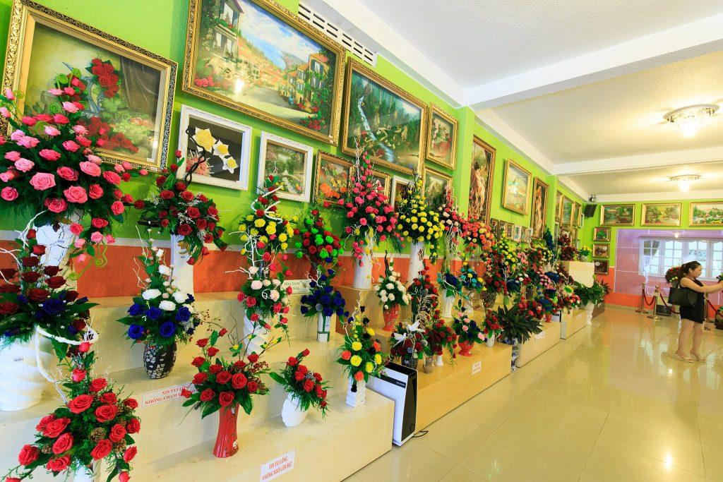 Phòng trưng bày hoa khô công nghệ Nhật Bản.