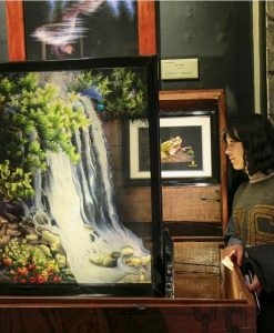 Du khách chiêm ngưỡng những tuyệt tác tranh thêu tay tại XQ Sử quán Đà Lạt