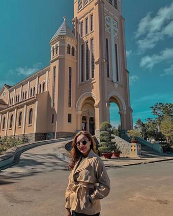 Nhà thờ Chánh Tòa Đà Lạt yên bình.