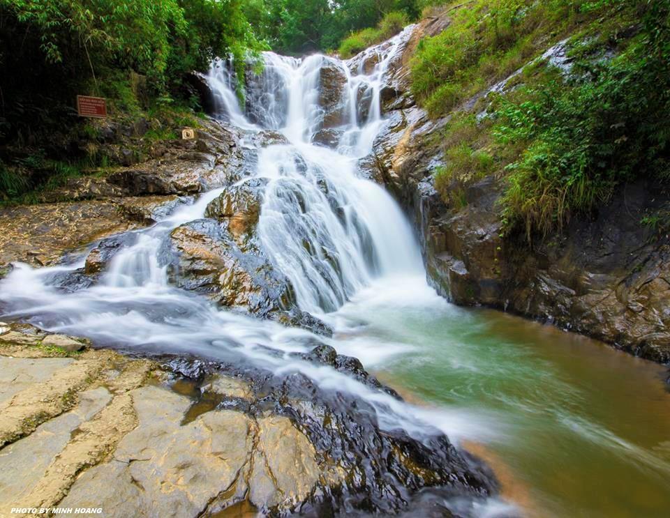 thác Datanla Đà Lạt tung bọt trắng xóa.