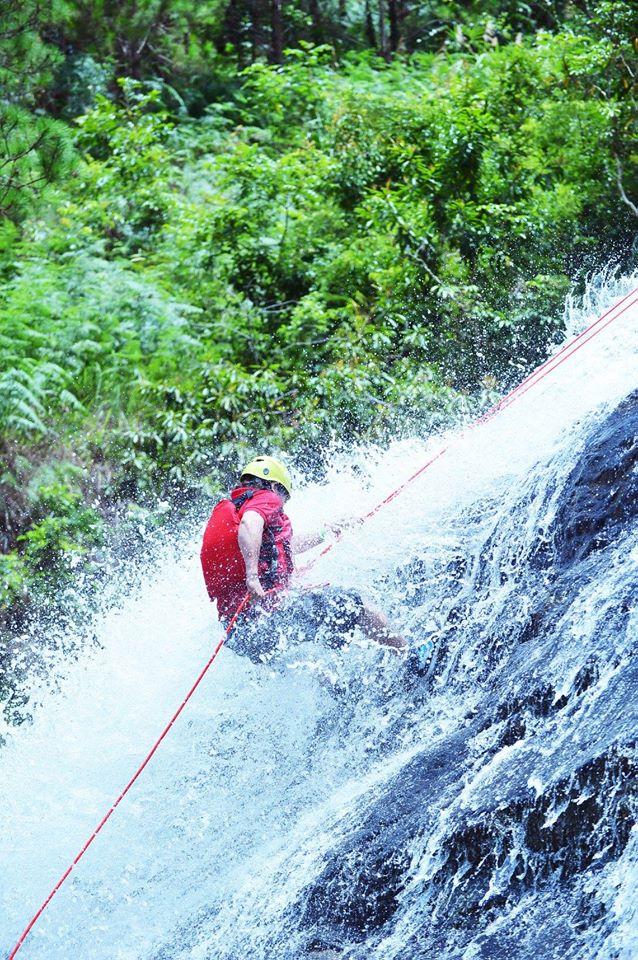 Hành trình vượt thác mạo hiểm đầy thách thức tại thác Datanla.