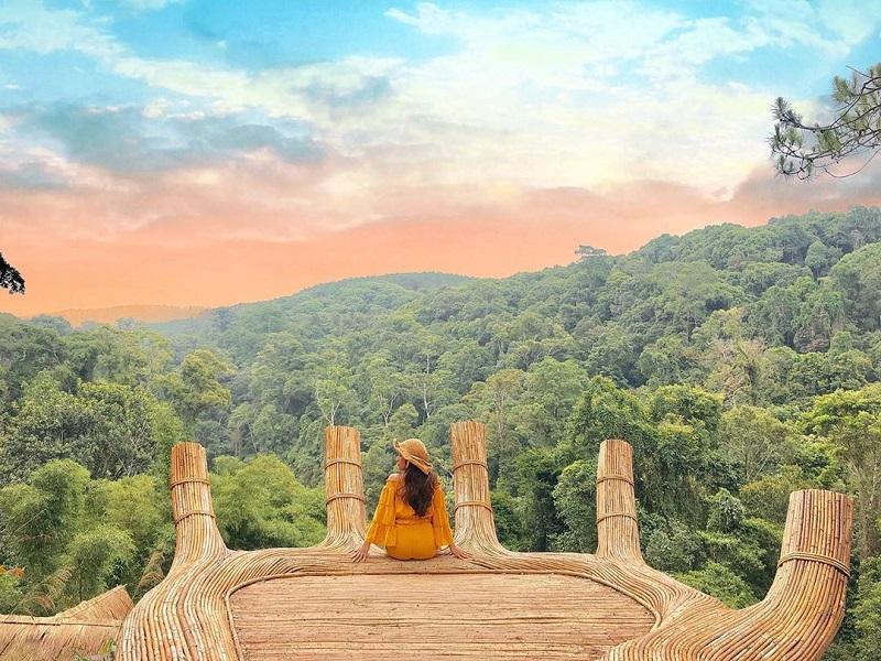 Bàn tay Phật là điểm check in cực hot tại khu du lịch sinh thái Hoa sơn điền trang Đà Lạt nhé.
