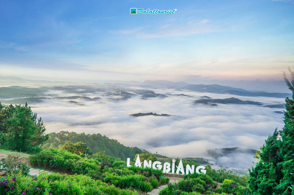 Đỉnh núi Langbiang Đà Lạt.