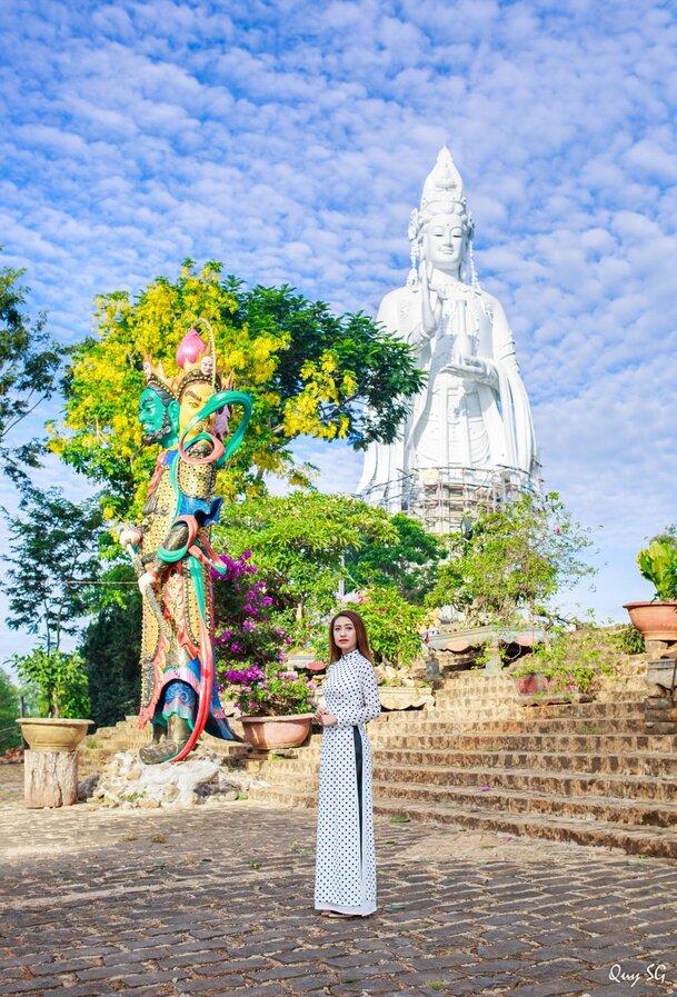 Khuôn viên chùa Linh Ẩn Đà Lạt đẹp ấn tượng.
