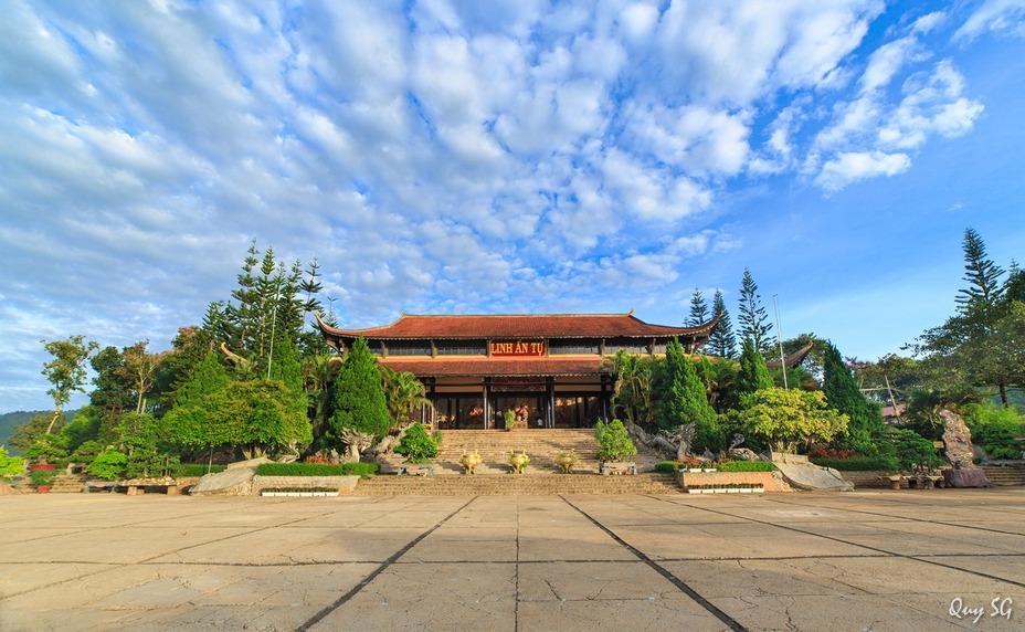 Khuôn viên chùa Linh Ẩn rộng thoáng đãng. Nguồn ảnh: Qui Sg.