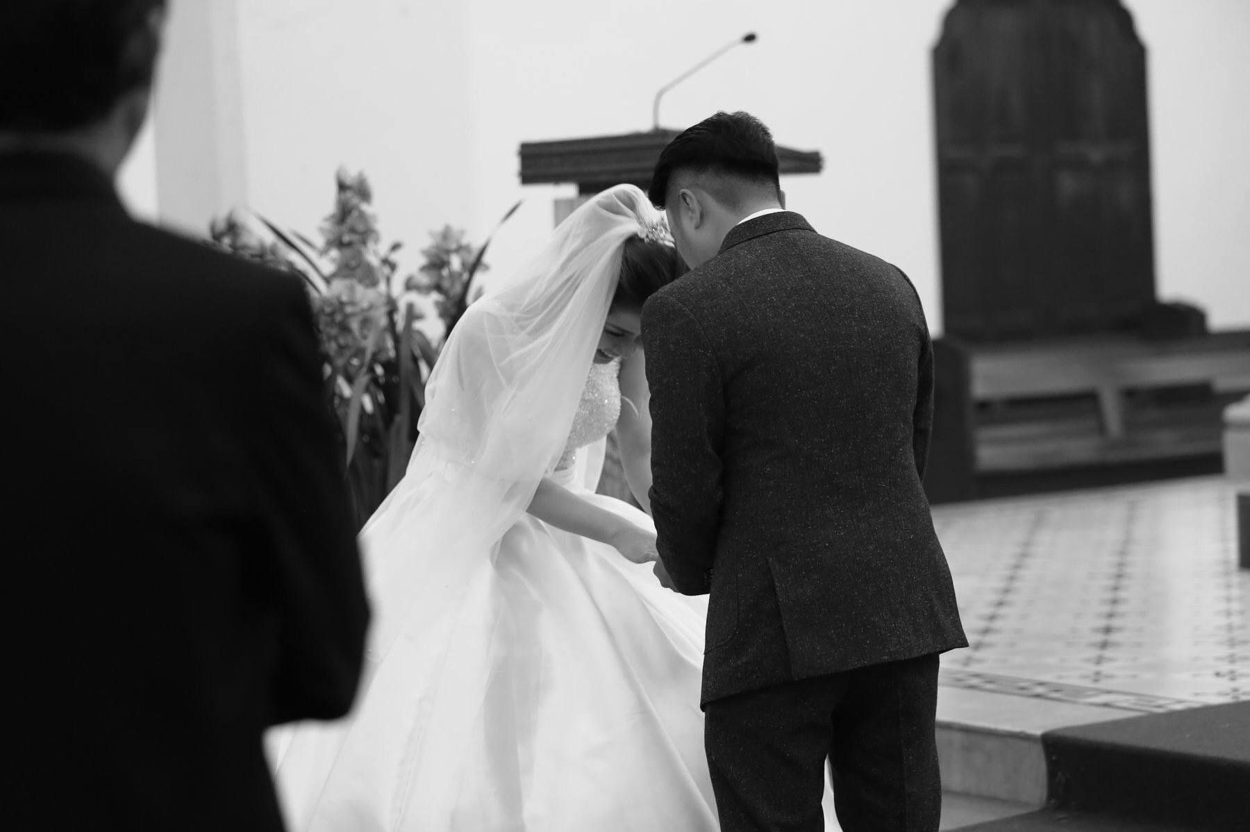 Giây phút hạnh phúc trong hôn lễ tại nhà thờ Chánh Tòa Đà Lạt.