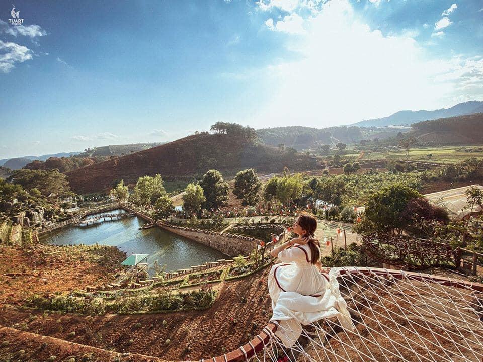 Ngắm toàn cảnh thiên nhiên xanh ngát từ giường lưới trên không nha.