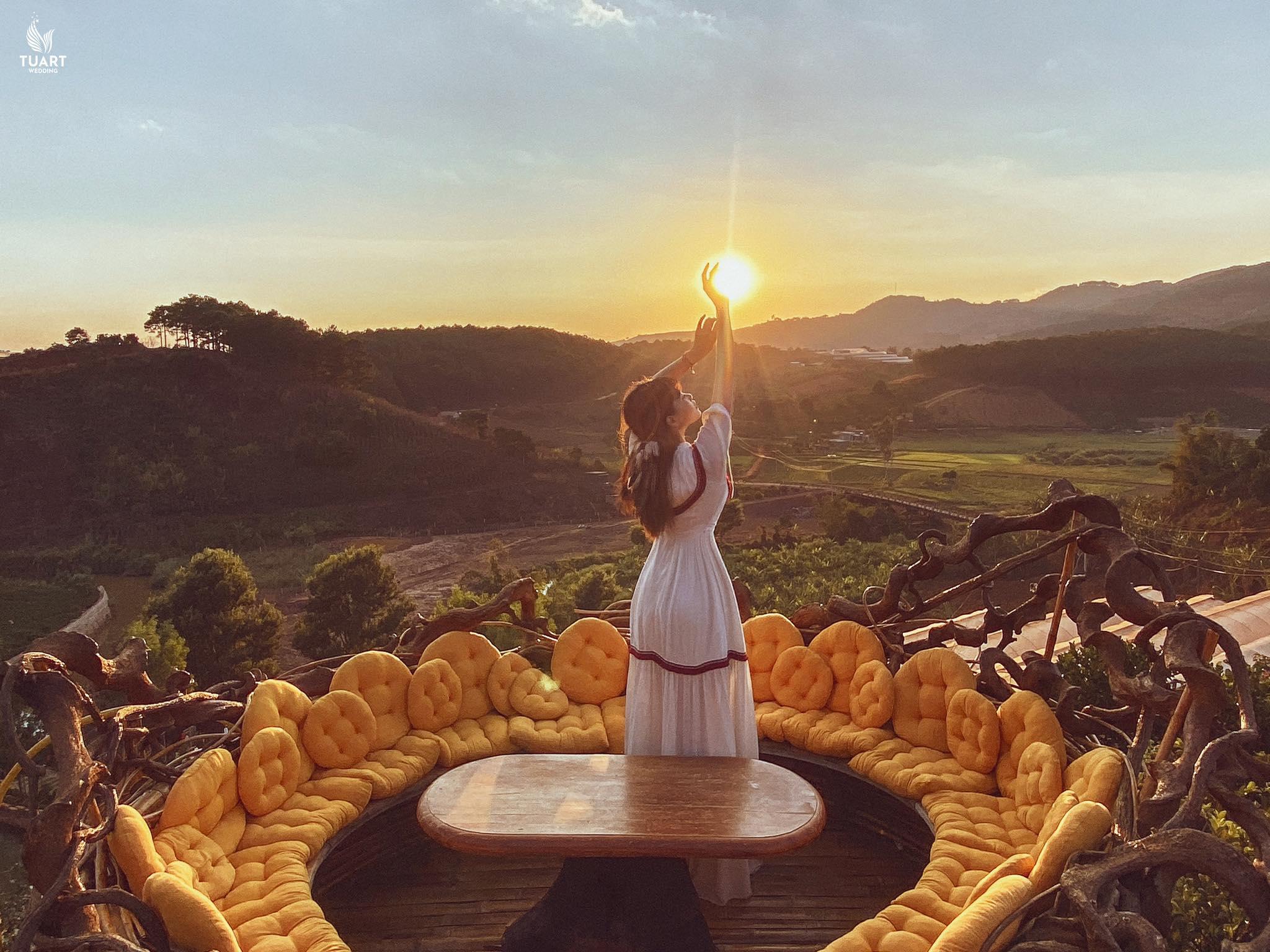 Ngắm ánh hoàng hôn hùng vĩ tại Khu du lịch cà phê Thúy Thuận nhé :)