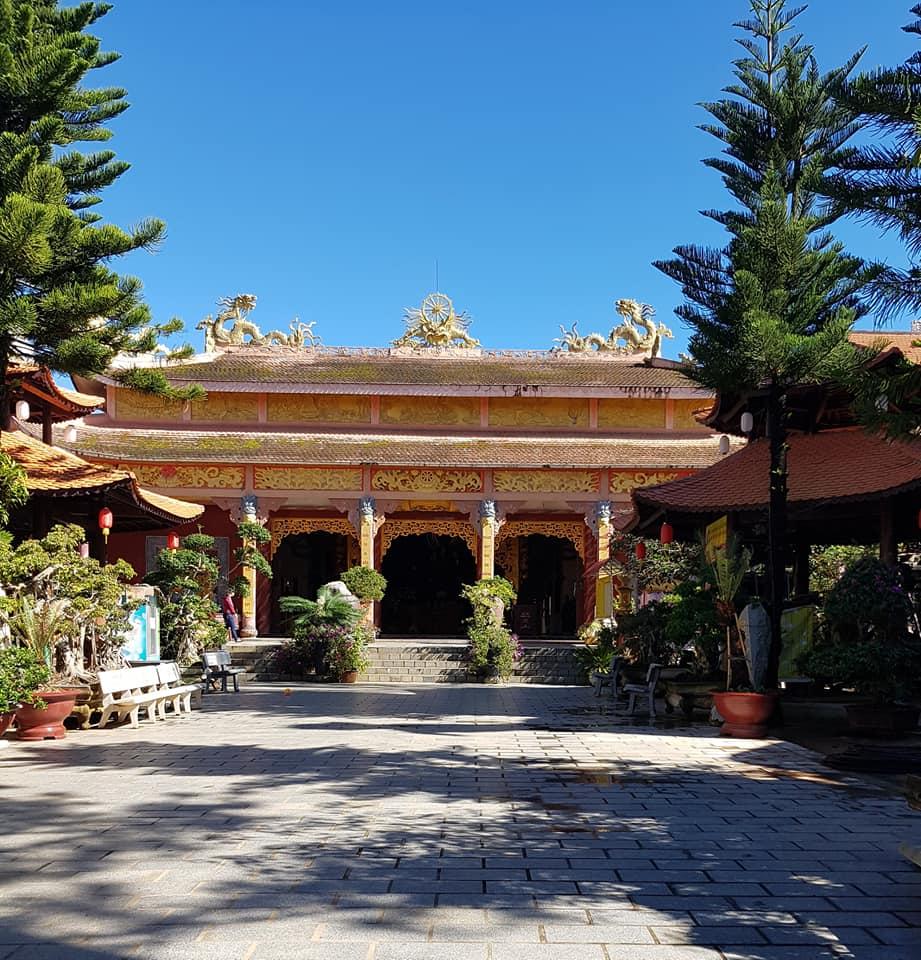 Chánh điện tại Thiền viện Vạn Hạnh Đà Lạt.