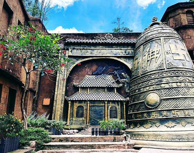 Công trình Thiền viện Trúc Lâm thu nhỏ tại Đường hầm đất sét Đà Lạt.