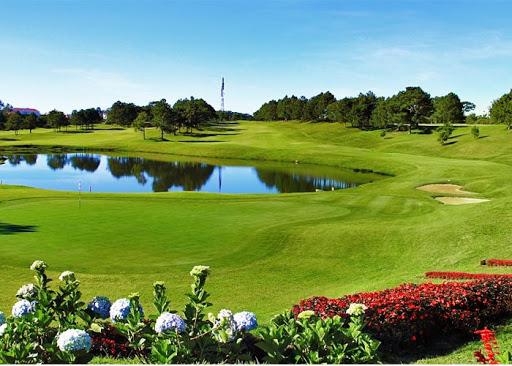 1 góc sân golf Đà Lạt Palace Đồi Cù.