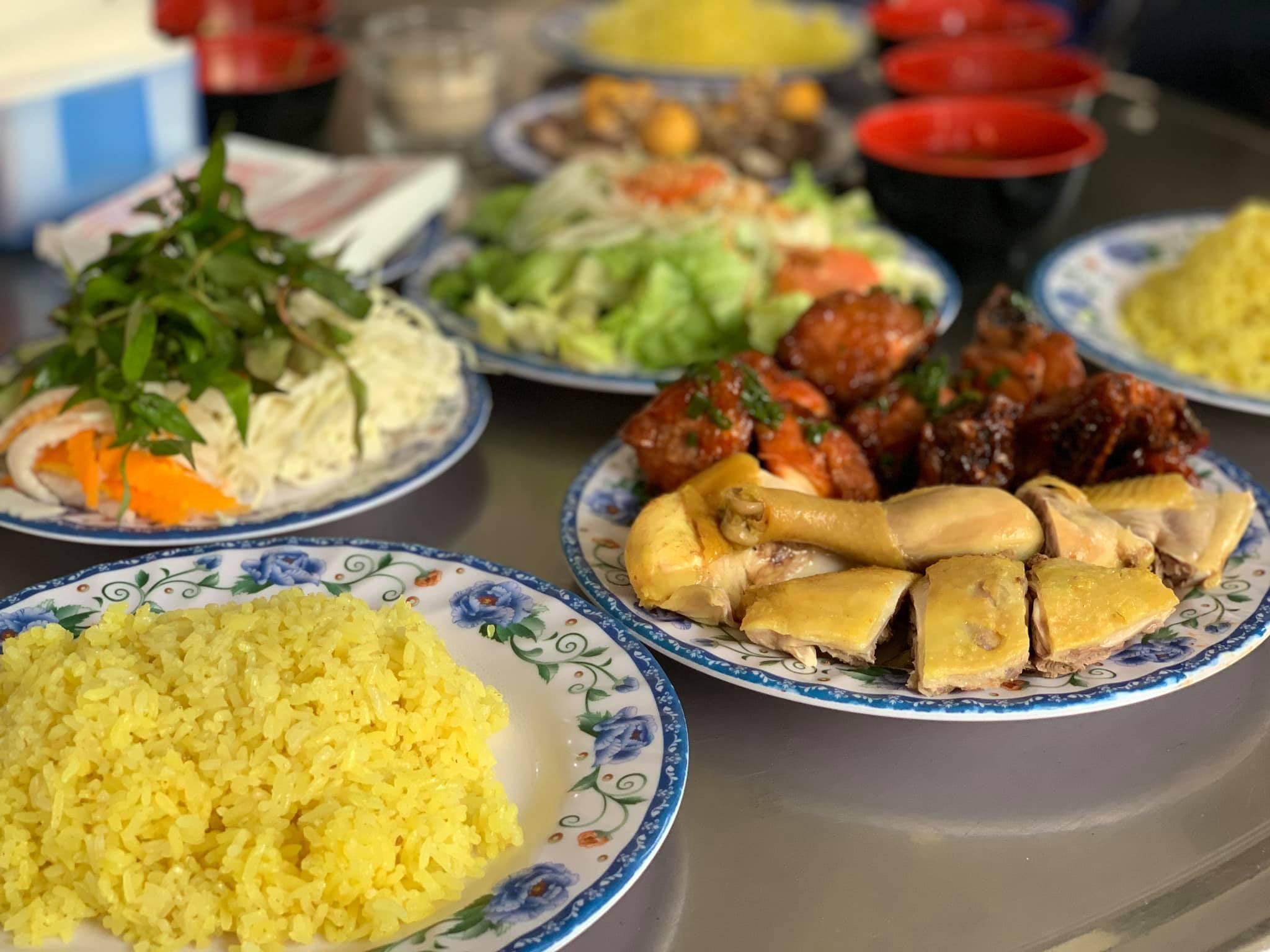 Cơm gà Phan Rang ngay bùng binh đường 3/4 thơm ngon, giá cả lại bình dân.