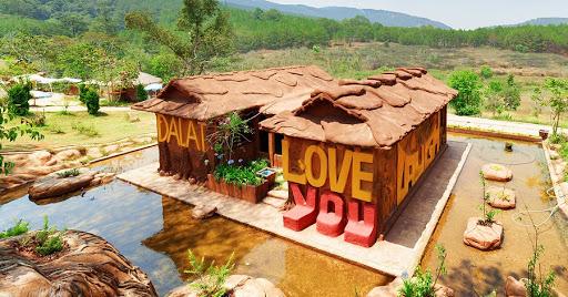 Ngôi nhà đất đỏ Bazan đặc sắc tại Đường hầm đất sét đạt kỉ lục Việt Nam.