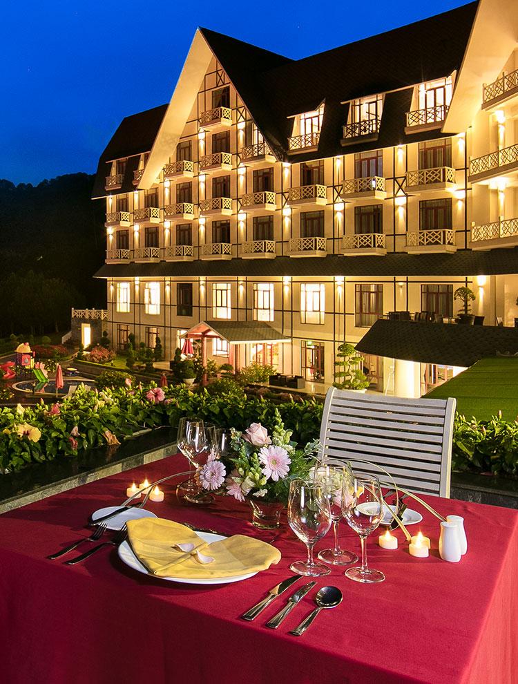 Swiss Belresort là 1 khu nghỉ dưỡng tích hợp nhiều tiện nghi, như là: phòng nghỉ, nhà hàng, spa, ...