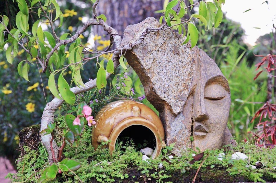 1 tiểu cảnh tại vườn bonsai đặc sắc của thiền viện Trúc Lâm Đà Lạt.